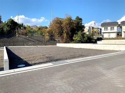 小中学校至近、南東向き・60坪超で700万円台!の新規分譲地
