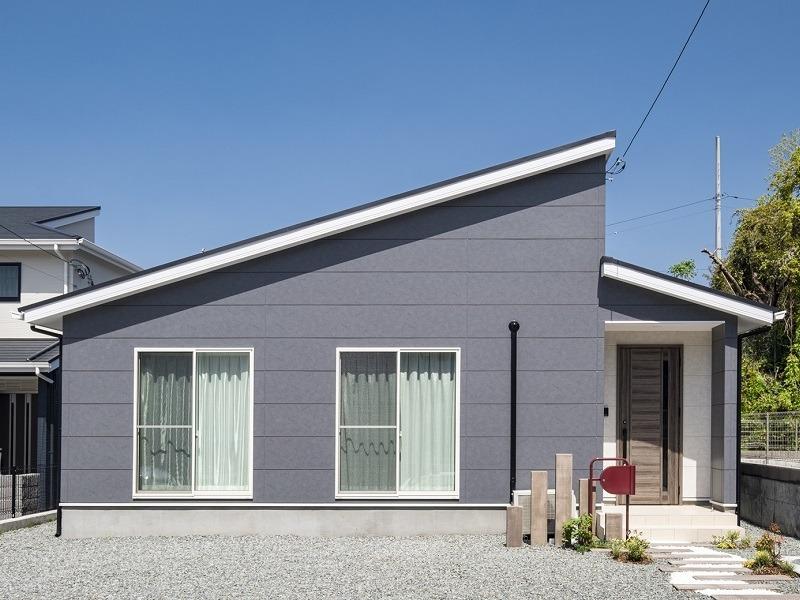 南東向き60坪敷地に勾配天井&吹抜けの平屋モデルハウス