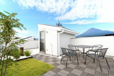 絶景の屋上庭園でプライベートガーデンを楽しむ家