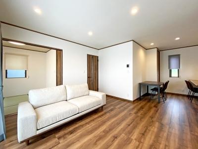 和室とつながる広々リビングのある家