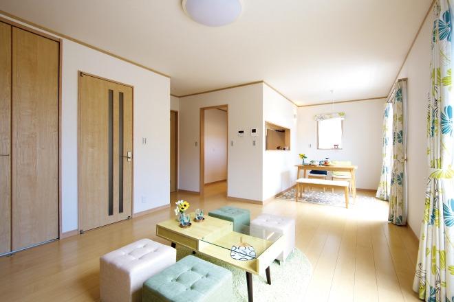 『青空リビング』光に包まれる2階リビングと、屋上ガーデンリビングのある家